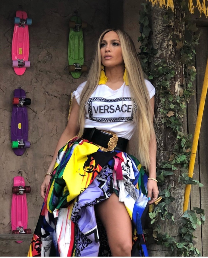 Jernifer lopez looks gorgeous in behind the scenes of her newvideo